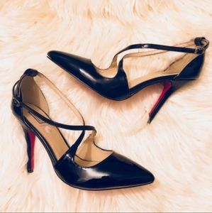 SIGNATURE Black Pointy Pumps with straps. S